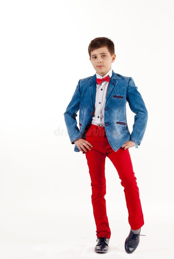 Pojke barn, lyckligt, manligt som ?r caucasian, barndom, st?ende, le, vitt som ?r gulligt, livsstil, barn som ?r litet, leende, s fotografering för bildbyråer