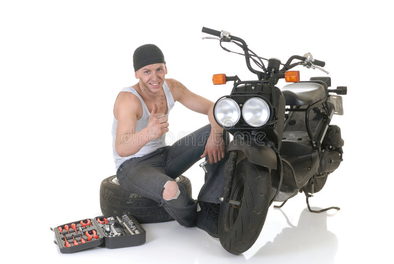 pojke hans sparkcykel arkivfoton