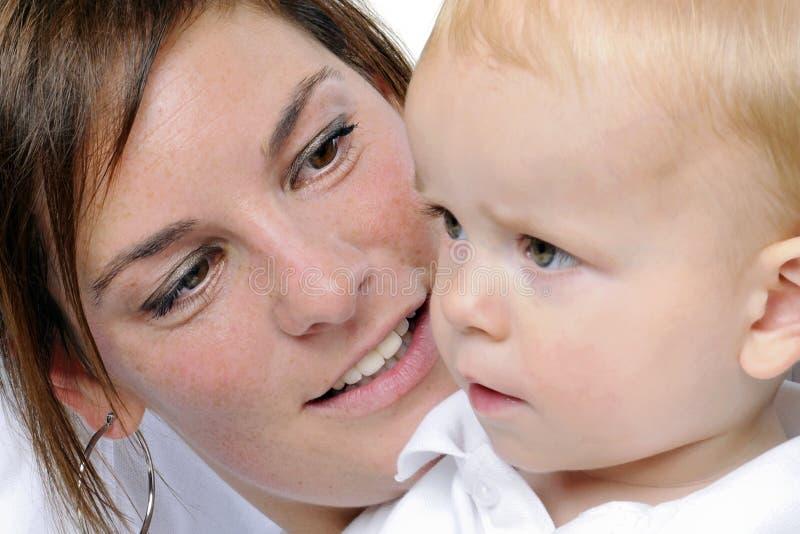 pojke henne liten moder fotografering för bildbyråer