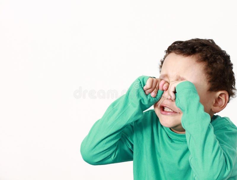 Pojke i armod arkivfoto