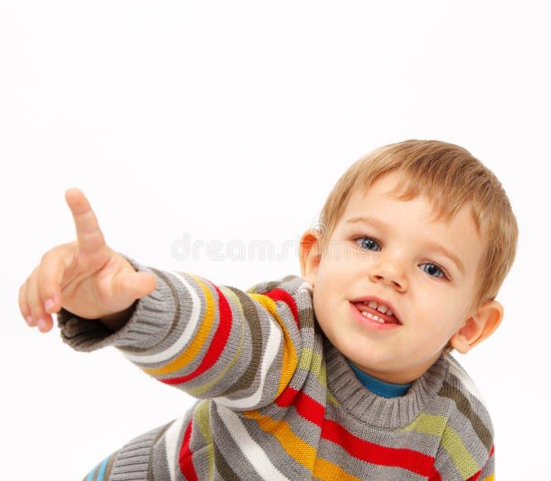 Pojke, i att peka för vinterkläder fotografering för bildbyråer