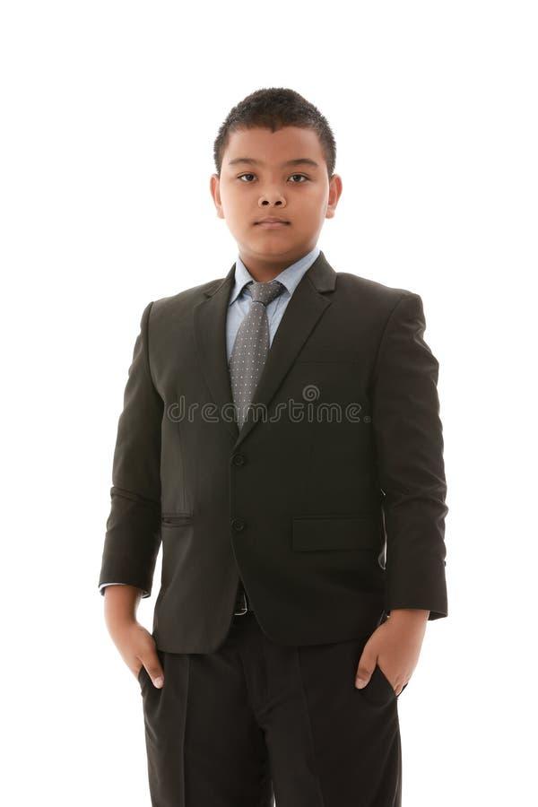 Pojke i svart dr?kt arkivfoto
