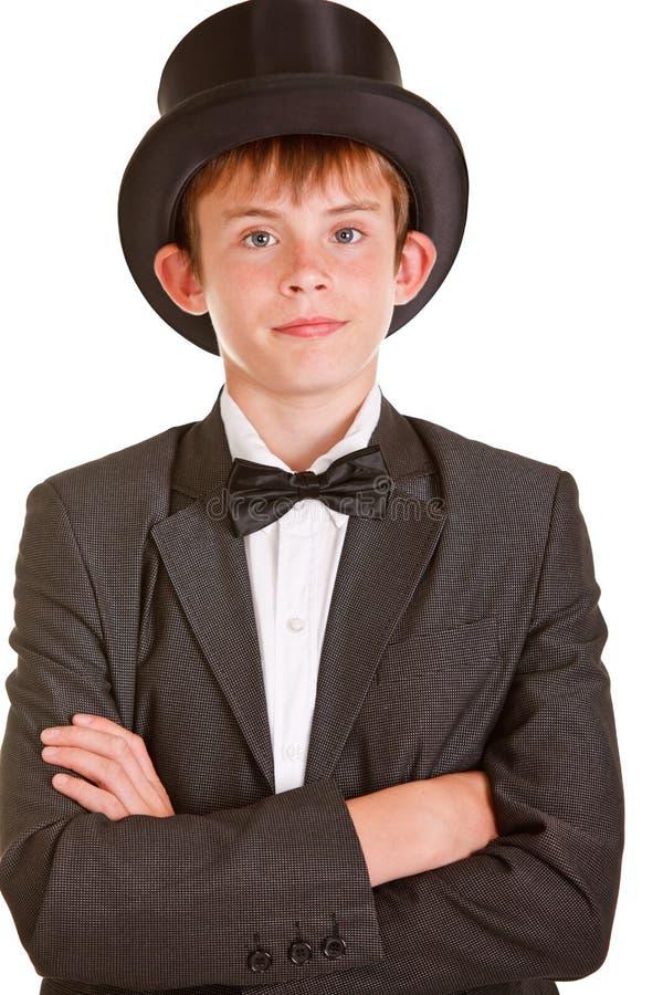Pojke i svartvit formell dräkt med den bästa hatten royaltyfria bilder