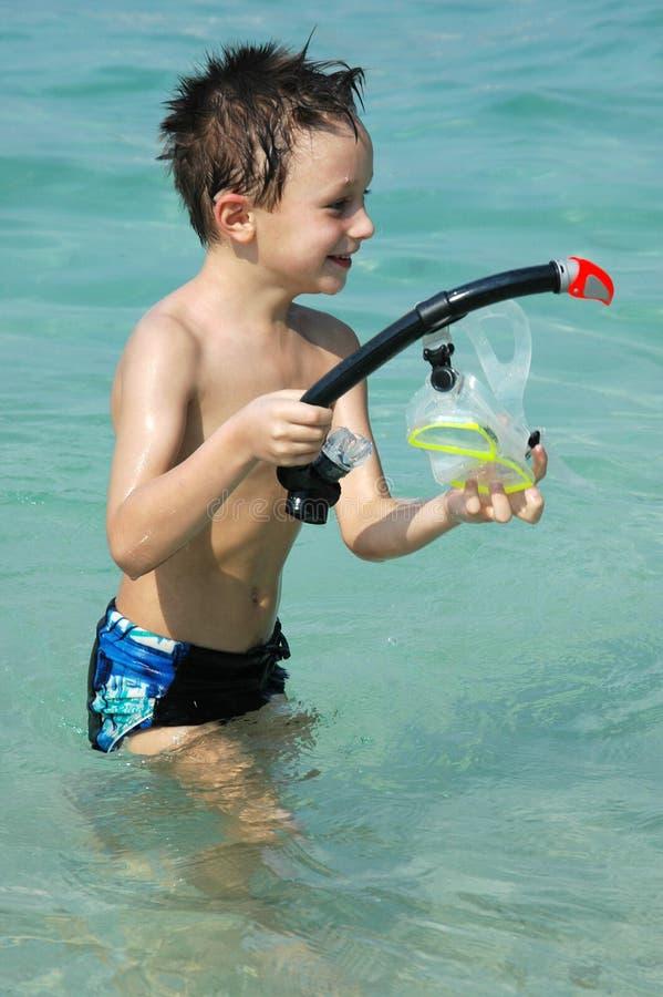 pojke i vattnet royaltyfria foton