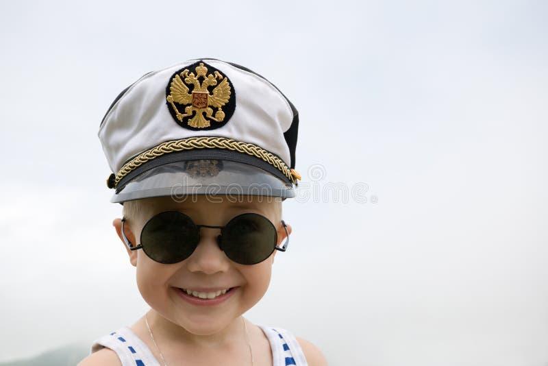 pojke little ship royaltyfri foto