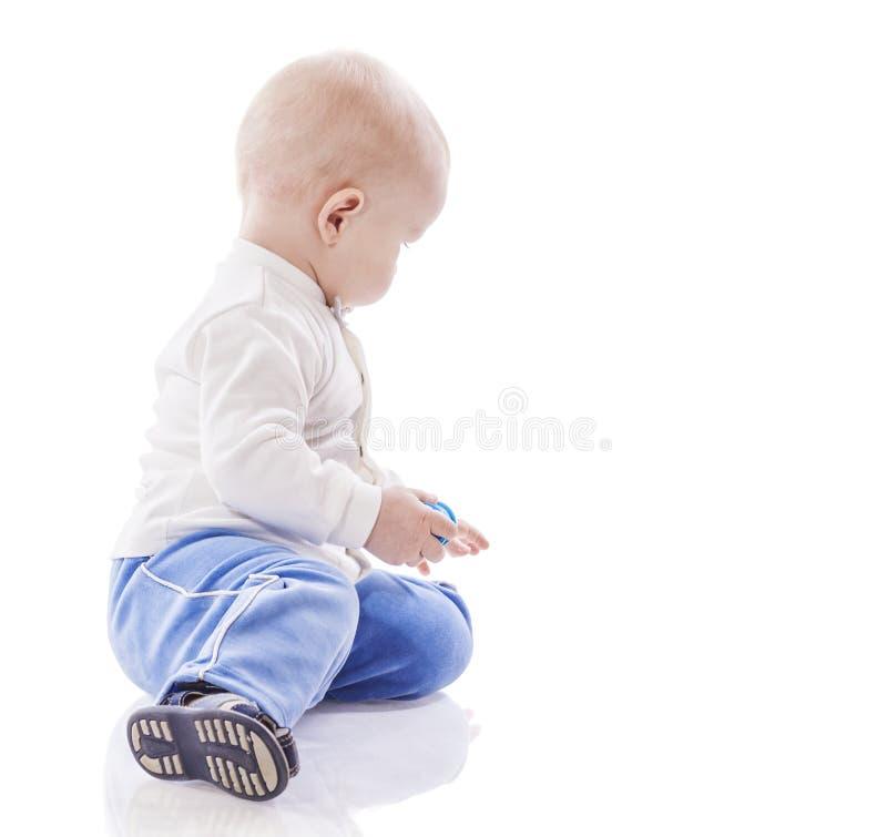 pojke little som leker fotografering för bildbyråer