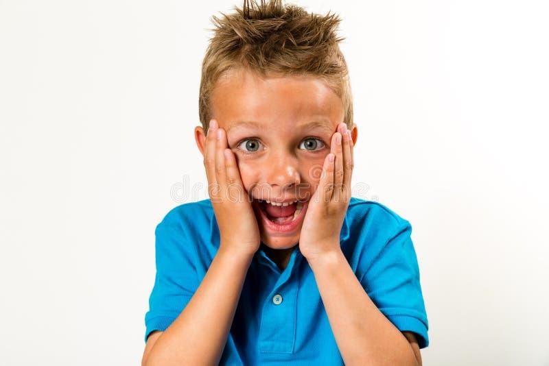 Pojke med den enfaldiga framsidan royaltyfri bild