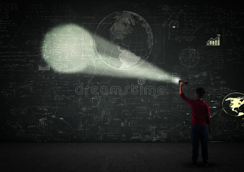 Pojke med en projektor royaltyfria foton