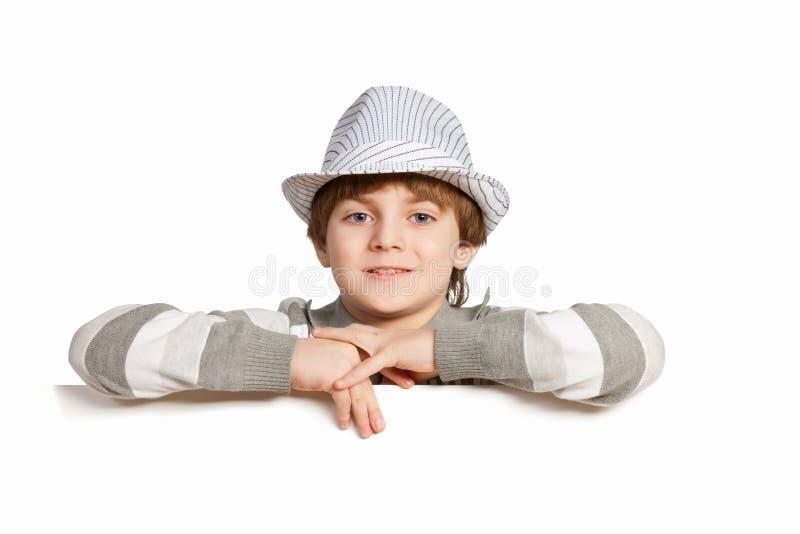 Pojke med en tom affischtavla royaltyfria bilder