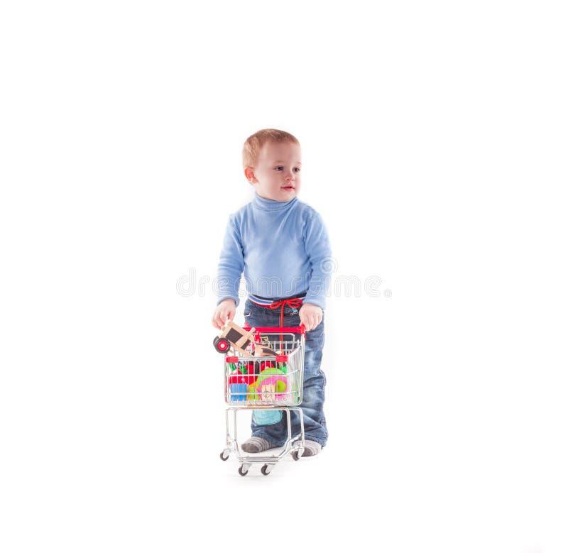 Pojke och shopping fotografering för bildbyråer