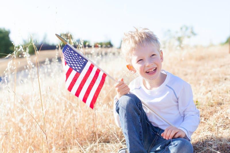 Pojke som firar 4th Juli royaltyfri bild