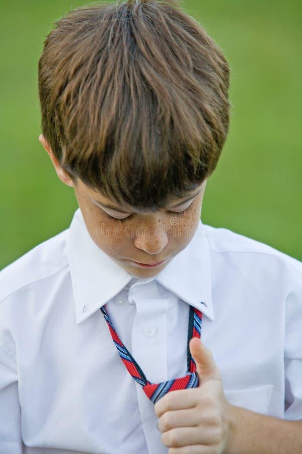 pojke som kläs little upp royaltyfri bild