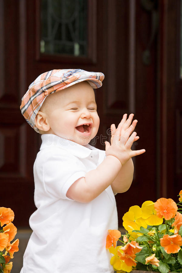 pojke som little applåderar fotografering för bildbyråer