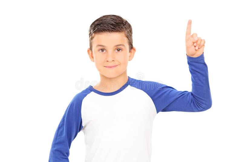 Pojke som pekar upp med ett finger fotografering för bildbyråer