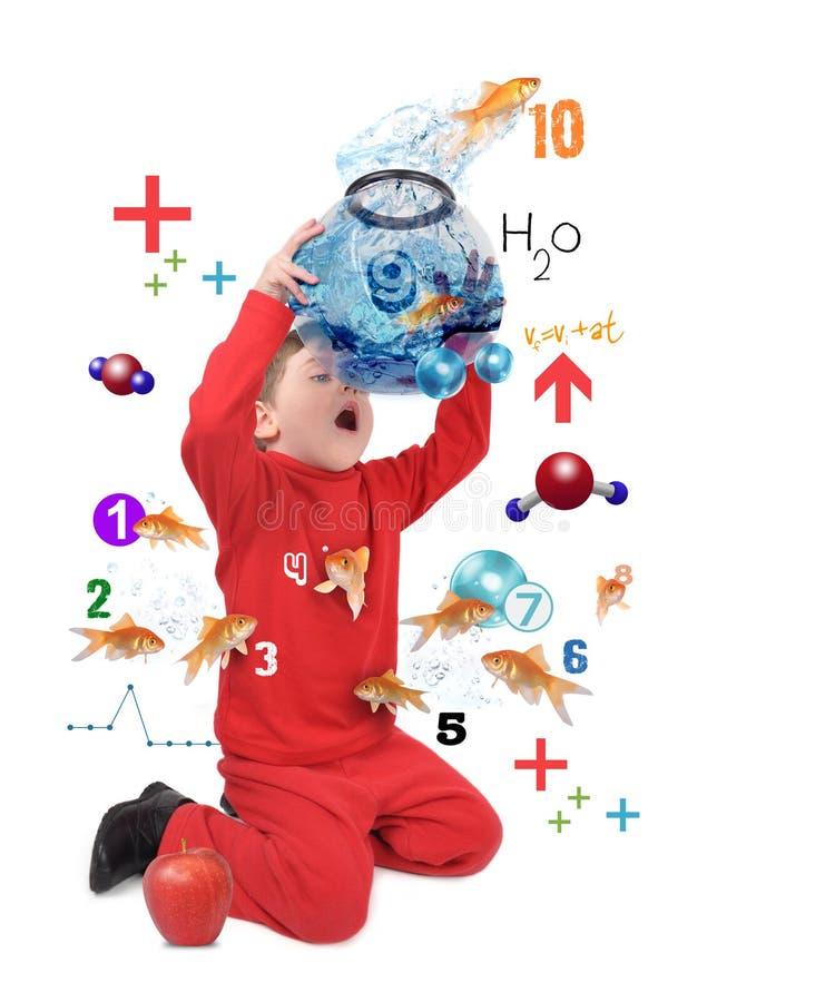 pojke som räknar barn för fisknummerwhite royaltyfri bild