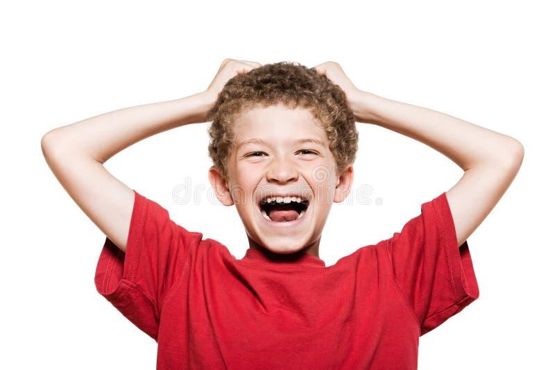 pojke som skrattar little stående royaltyfria foton