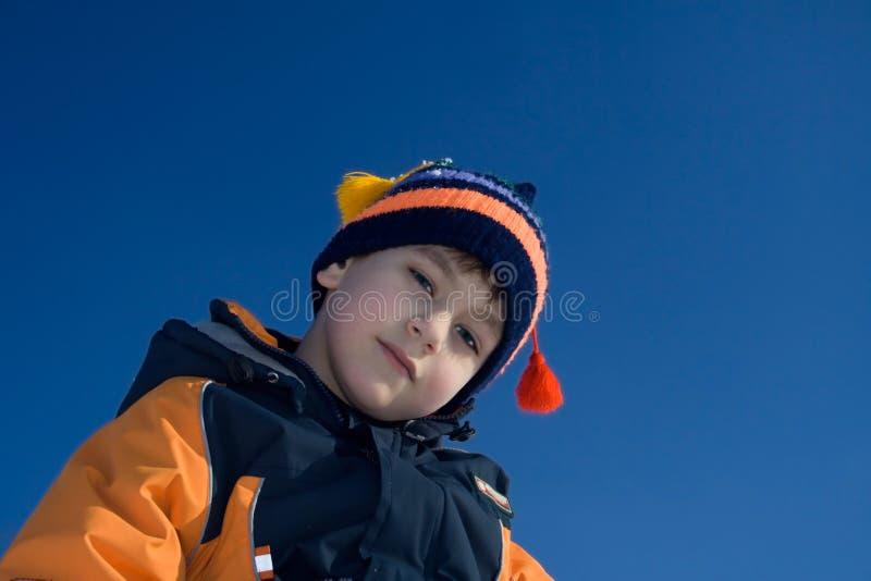 pojke som steadfastly ser royaltyfria bilder