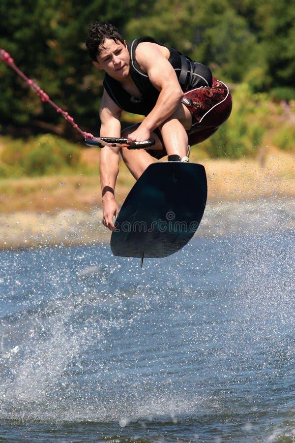 pojke som wakeboarding royaltyfria bilder