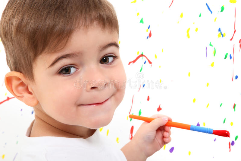pojkebarnmålning fotografering för bildbyråer