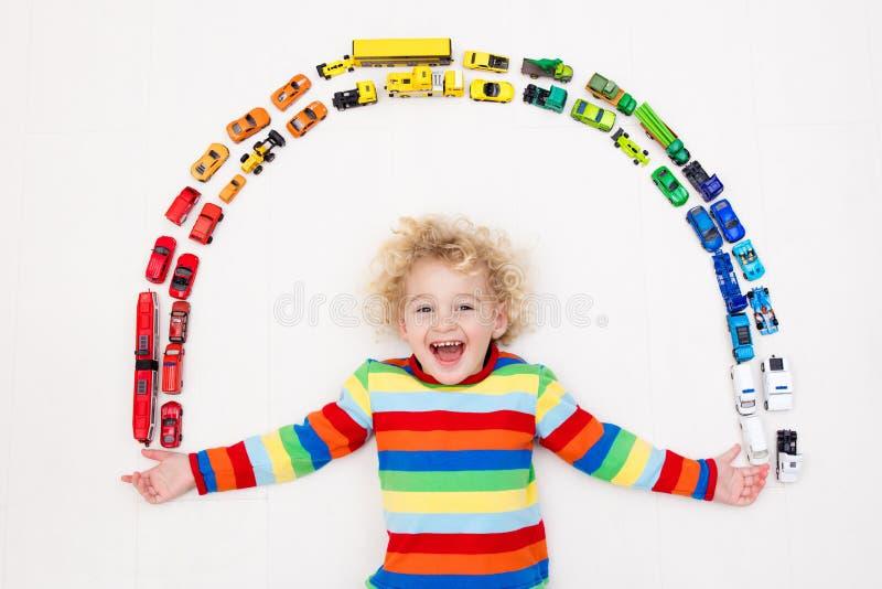 pojkebilar little leka toy Toys för ungar arkivbild