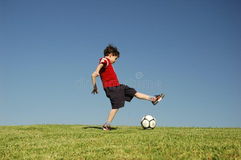 pojkefotboll royaltyfria bilder