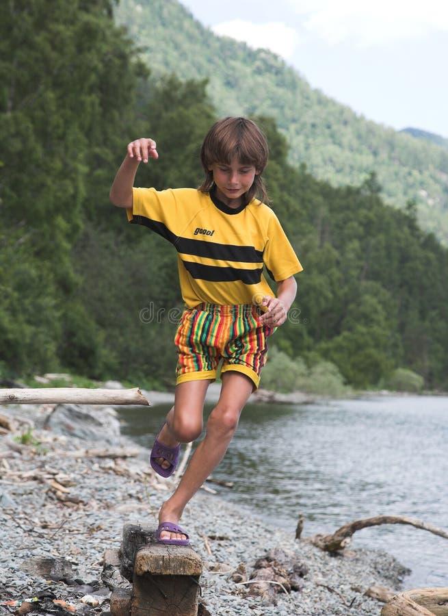 Download Pojkehopp fotografering för bildbyråer. Bild av körning - 984725