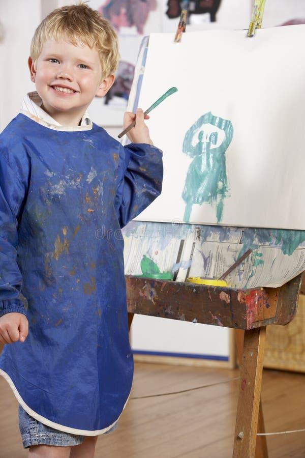 pojkemålningsbarn royaltyfri fotografi