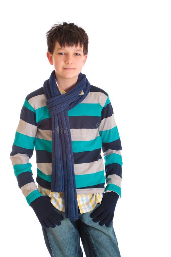 pojken beklär varmt fotografering för bildbyråer