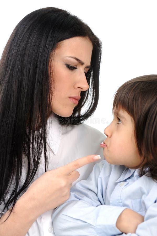pojken konfronterar hans moder arkivbilder