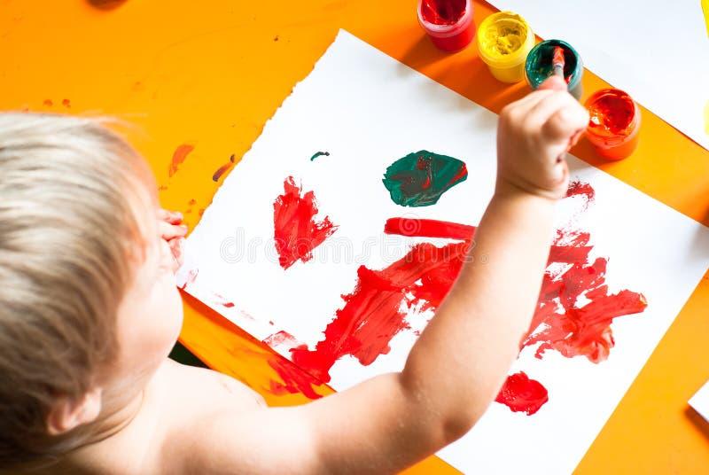 pojken tecknar little fotografering för bildbyråer