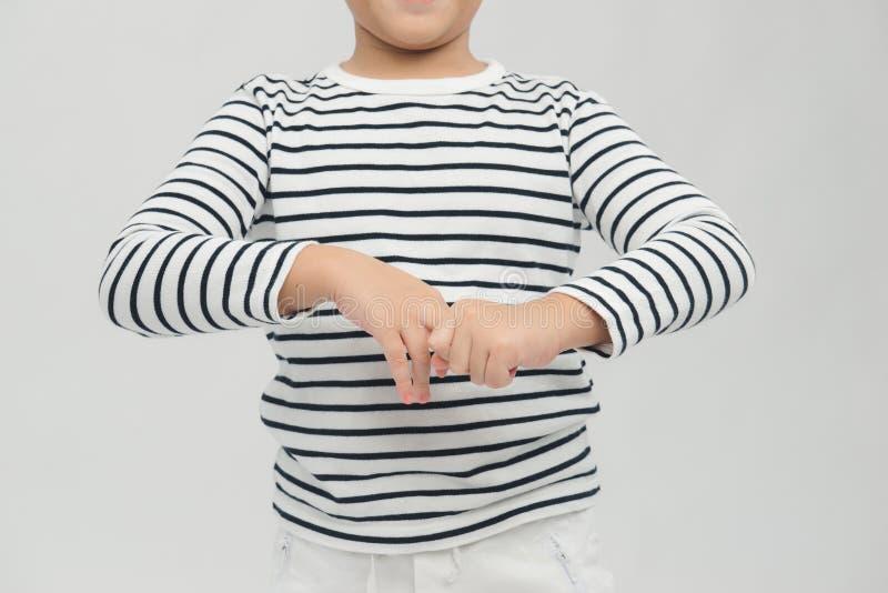 Pojken tvättar händerna för att tvätta Coronavirus från sina händer saneringsgel Handdesinfektionskoncept fotografering för bildbyråer