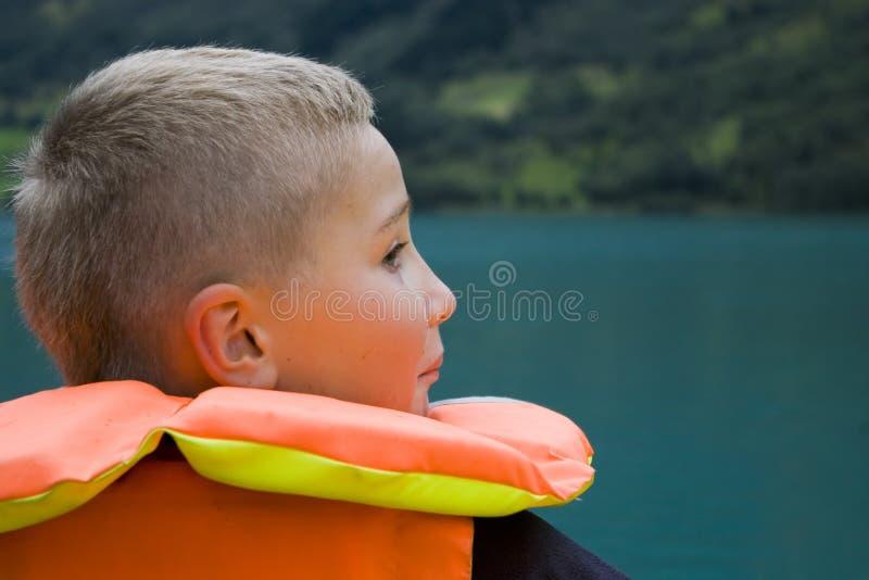 pojkeomslagssäkerhet fotografering för bildbyråer