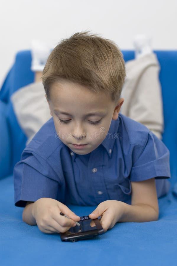 Download Pojkepalmtopwhite fotografering för bildbyråer. Bild av optiskt - 286295