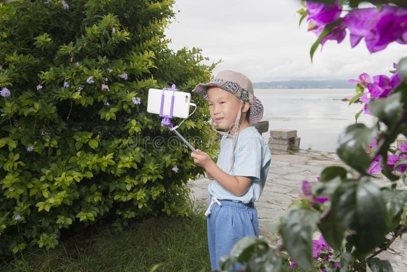 Pojkesjälvskott fotografering för bildbyråer
