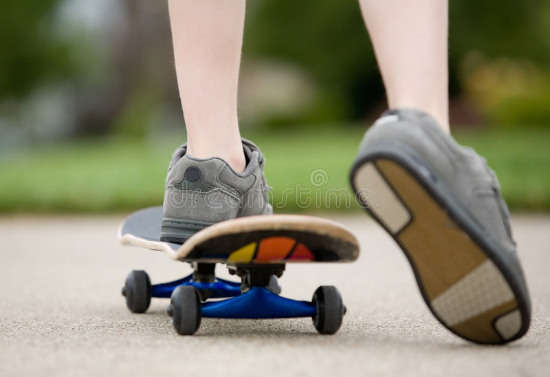 pojkeskateboarding royaltyfri foto