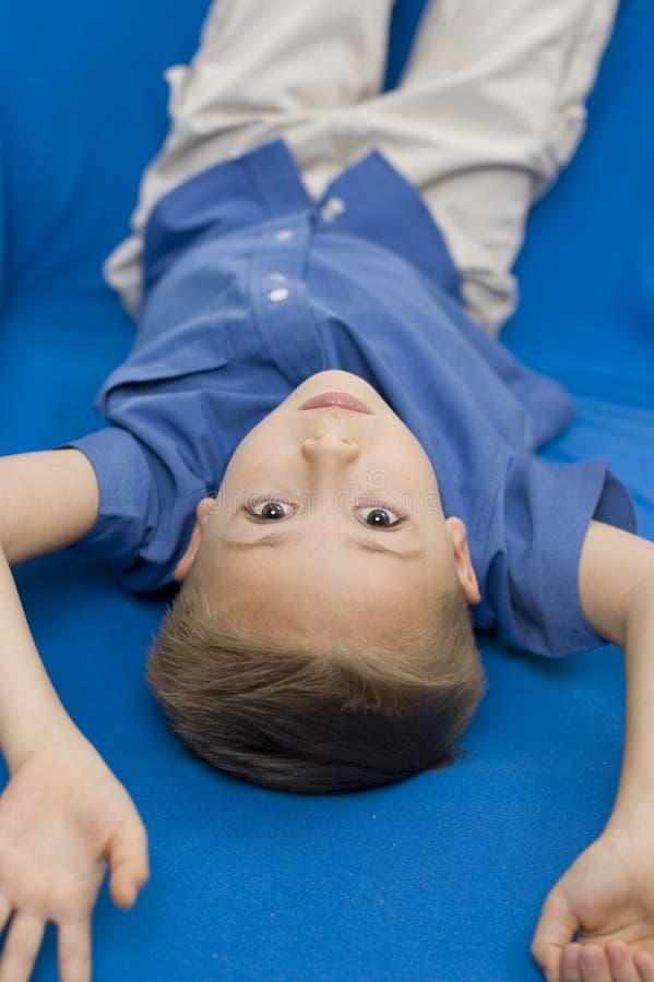 Download Pojkesoffa fotografering för bildbyråer. Bild av ögonfranser - 286291