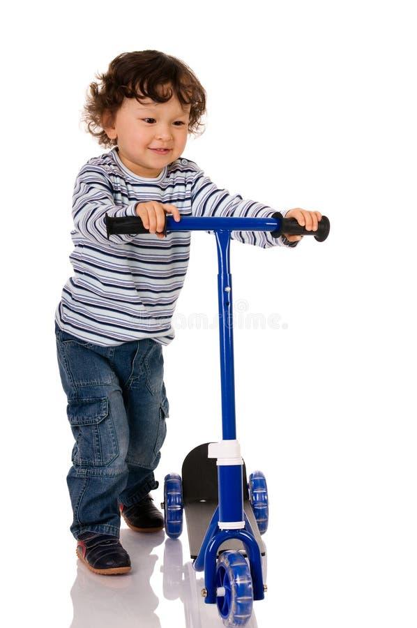 pojkesparkcykel arkivfoton