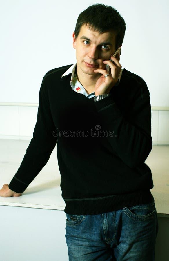 pojketelefonsamtal fotografering för bildbyråer