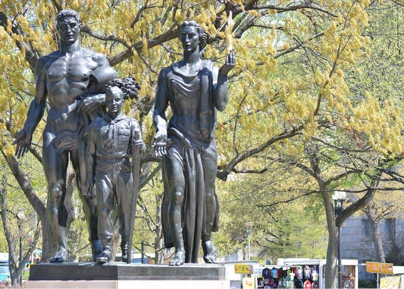 Pojkscouter av den Amerika monumentet royaltyfri fotografi