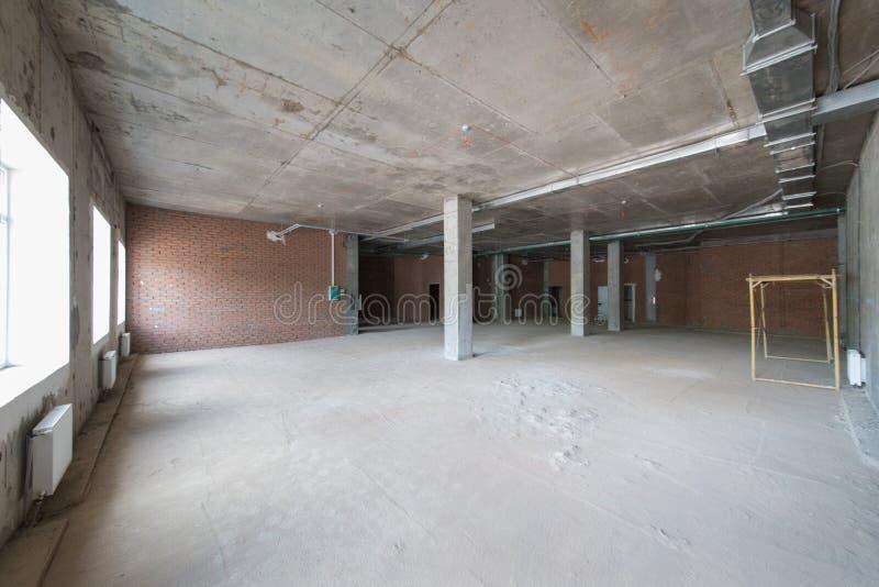Pokój bez kończyć Nowy projekt w nowym domu Budowa i wynajem biura zdjęcie stock