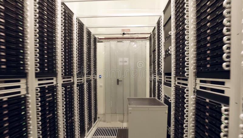 Pokój dla serwerów w dane centrum nowożytne technologie zdjęcia stock