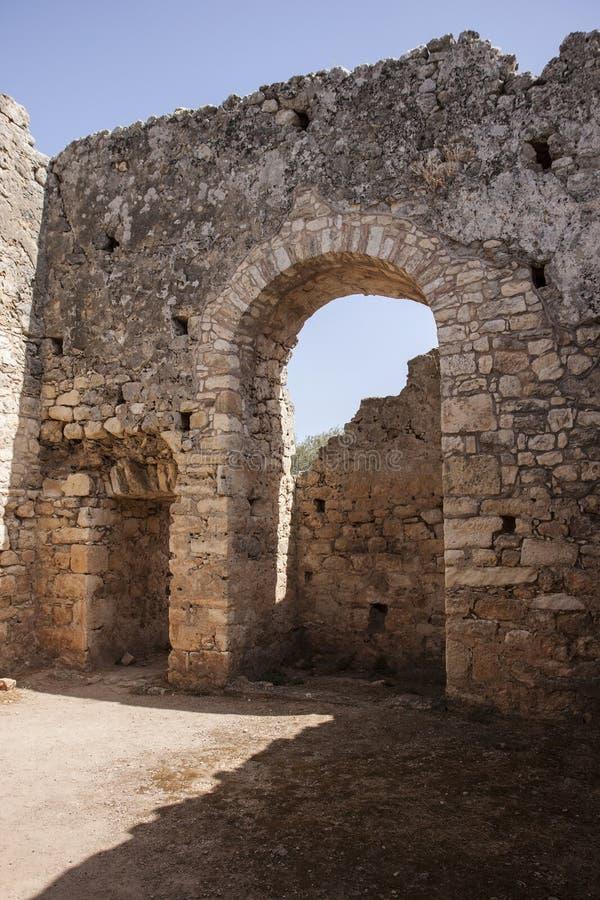 Pokój wśrodku społeczeństwa kąpać się przy Aptera, Crete obrazy stock