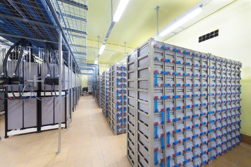 Pokój z kablami i pomocniczym systemem zasilania. zdjęcie stock