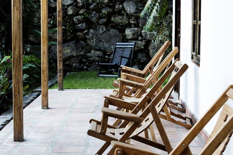 Pokładów krzesła Na Gankowym kurorcie Peru Ameryka Południowa obraz royalty free