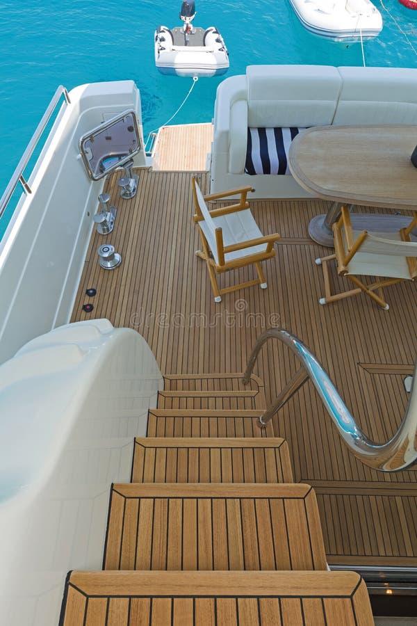 Pokład wodny luksusowego jachtu samochodowego obrazy stock