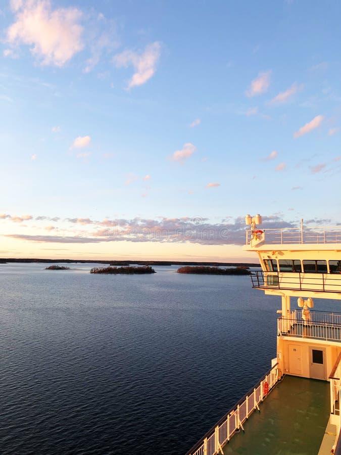 Pokłada i kabiny na stronie cruiseship Skrzydło działający brid obrazy stock