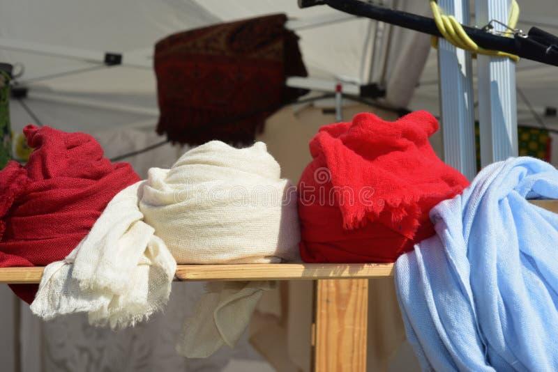 Pokaz barwioni scarves zdjęcia stock