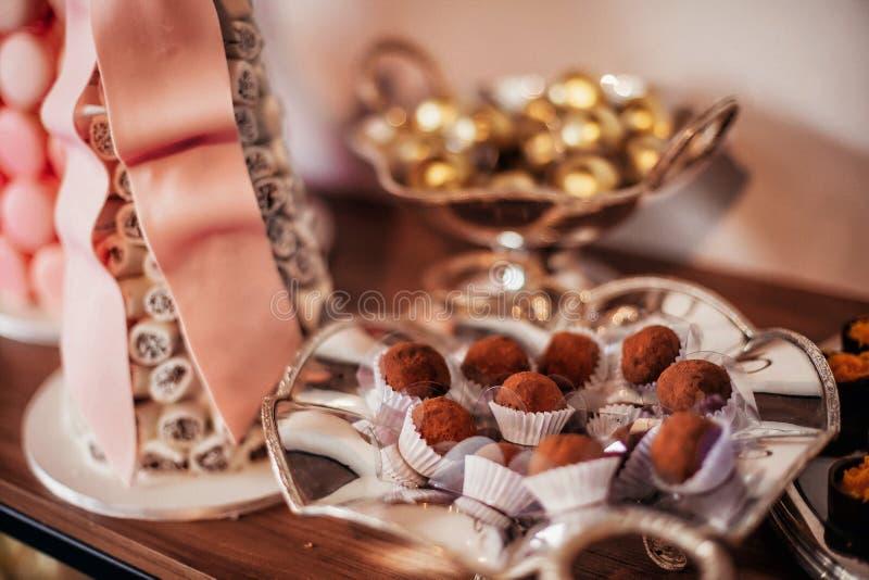 Pokaz czekoladowi cukierki zdjęcie royalty free
