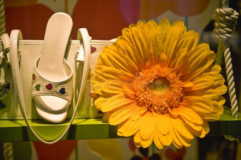pokaz sprzedaży wiosenne sklep buta zdjęcia royalty free