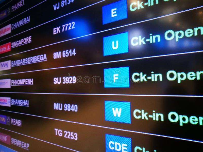Pokazu czasu odjazdu deska przy lotniskiem zdjęcia stock